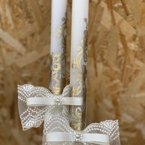 Сватбени свещи с инкрустирана златна дантела - ръчно изработени свещи и украса. Инкрустираната дантела има ефект на състаряване. В шарките нежно се преплитат малки камъчета.