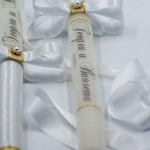 Стилни бели свещи с имена и дата
