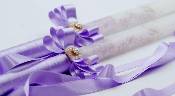 Сватбен свещи с инициали и инкристирана дантела в лилаво