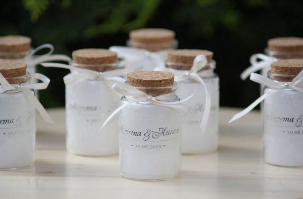 Свещи сватбени подаръчета за гости с 3D сребърен надпис