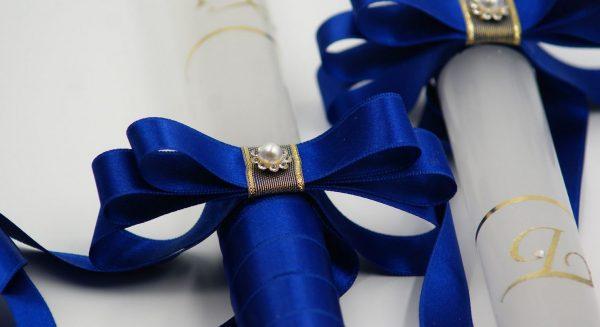 Сватбени свещи в тъмно синьо със златни инициали