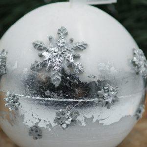 """Бяла Коледна свещ """"Сребърни снежинки"""" - NCandles - Снимка 2"""
