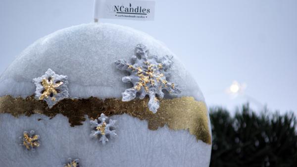 """Коледна Свещ от естествен восък - """"Снежно Сияние"""""""