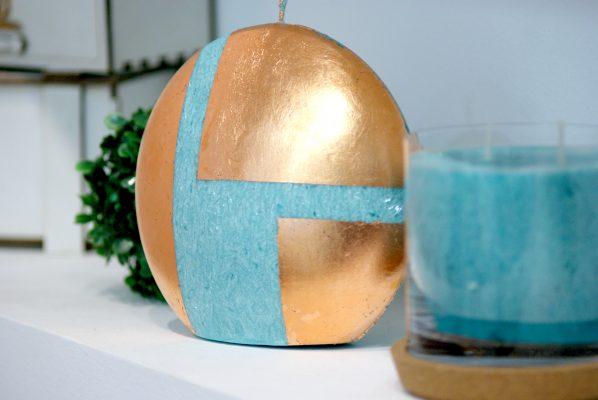 """Свещ от естествен восък в тюркоаз модел """"Тюркоазено Сияние"""". Декоративна арт свещ подходяща за подарък."""