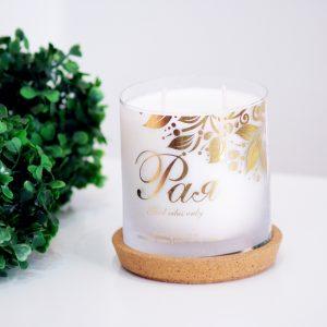 Декоративна свещ с изписано име на жена е подходящ подарък, който е персонално ориентиран. Може поръчате свещта с аромат по избор.