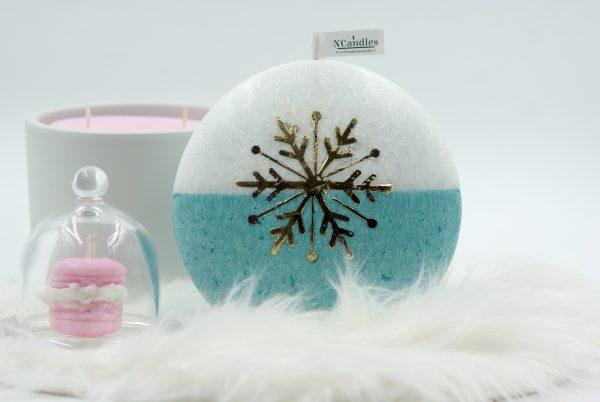 Коледна свещ в преливащо тюркоазено и златна снежинка