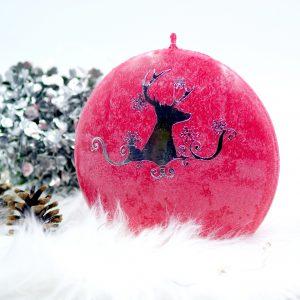 Ярко червена Коледна свещ с елен в сребърно - NCandles
